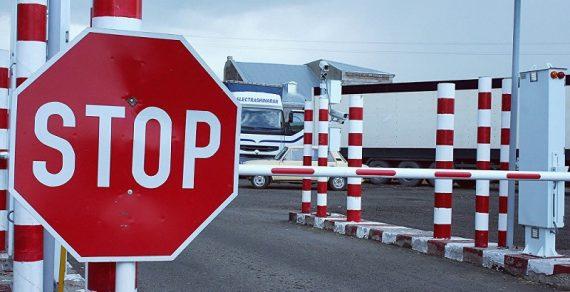 Кыргызстанцев призывают не возвращаться на родину из России на авто