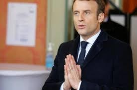 Президент Франции объявил, что граждане живут в условиях санитарной войны