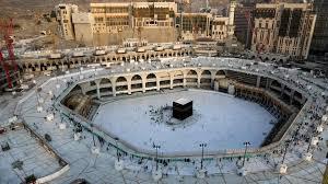 Из-за коронавируса впервые в истории закрылись главные святыни ислама