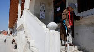 Власти Турции из-за коронавируса запретили выходить на улицу пожилым людям
