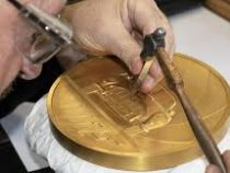 В Великобритании представлена самая крупная монета в истории страны