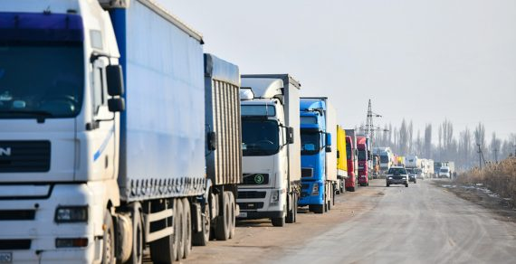 Для кыргызстанских водителей в Иране откроют транзитный коридор
