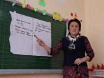 В Кыргызстане некоторым учителям повысили зарплату