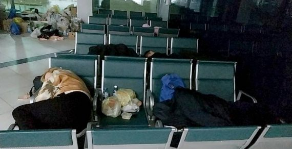 Кыргызстанцев, застрявших в аэропорту Новосибирска, разместили в гостинице