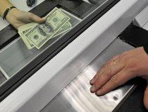 Вжилмассивах Бишкека начали работать выездные банковские кассы