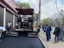 В Бишкеке продолжается строительство велодорожек и тротуаров