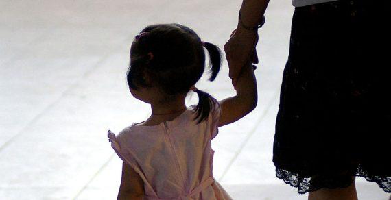 3112 детей в Бишкеке получат материальную помощь к 1 июня