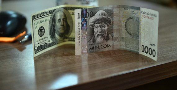 Доллар вКыргызстане продолжает стремительно падать