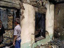 Правительство восстановит дом баткенца, который сожгли в ходе конфликта на границе
