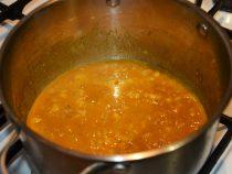 Супруги приготовили огромную порцию карри и накормили им соседей