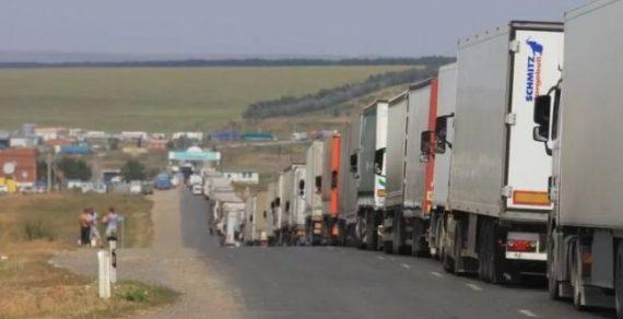 Водителей большегрузов изКазахстана задержали награнице