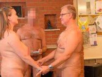 Пара нудистов собрала на свадьбу 40 голых гоcтей