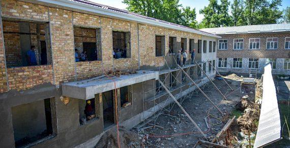 В Бишкеке продолжается строительство школ и детсадов