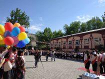 Школы в Бишкеке заканчивают свыше 6,5 тысяч одиннадцатиклассников