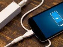 Эксперт объяснил, можно ли оставлять телефон на зарядке на ночь
