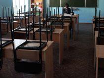 В Бишкеке учителям могут задержать зарплату за май