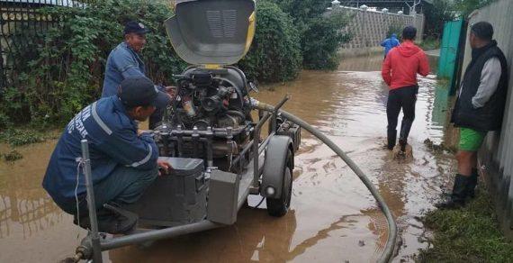 Проливные дожди в Чуйской области принесли немало хлопот спасателям