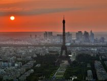 Эйфелеву башню открыли для туристов после трёхмесячного перерыва