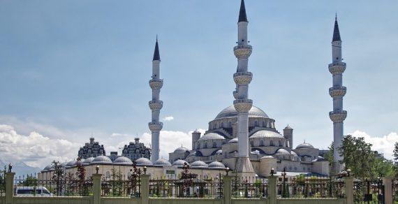 С 8 июня в Кыргызстане открываются  мечети и храмы