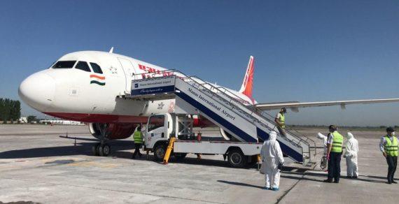 Из Индии на родину вернулись 16 кыргызстанцев
