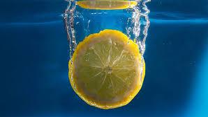 Ради мирового рекорда мужчина напился лимонного сока