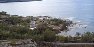 Мощный оползень унес в море восемь домов на севере Норвегии