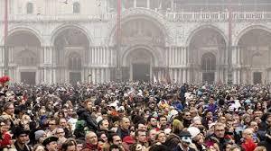 Жители Венеции выступили против массового туризма