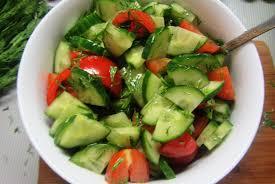 Салат из огурцов и помидоров оказался опасен для здоровья