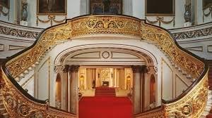 Королева Великобритании  предложила всем желающим виртуальный тур по Букингемскому дворцу