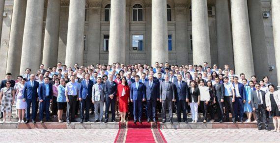 Премьер-министра Кыргызстана оштрафовали за отсутствие маски