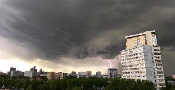«Нервная» погода в Кыргызстане: жара, сели, ветер, град