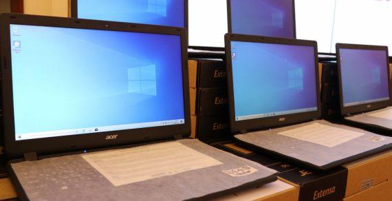 Школам Кыргызстана подарили 200 ноутбуков