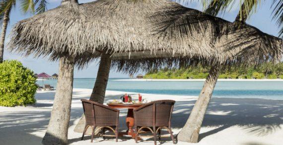 На Мальдивах предлагают выкупить на ночь частный остров