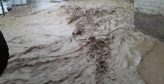ВНарыне проливные дожди затопили дворы иулицы