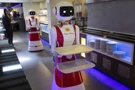 В Голландии ресторан стал использовать роботов-официантов