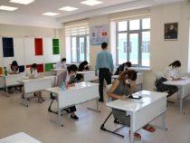 В Бишкеке выпускники – отличники сдают тестирование «Алтын тамга»