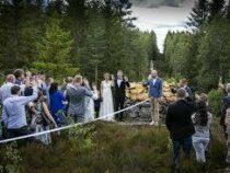 Скандинавская пара поженилась на границе Норвегии и Швеции
