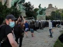 Вторую ночь подряд в Сербии не утихают протесты против возвращения ограничений по COVID-19