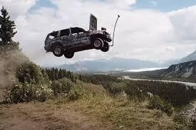 Жители Аляски на День независимости запускали в небо старенькие авто