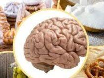 Диетолог назвал продукты, «убивающие» мозг