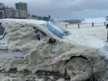 Проливные дожди, шторм идаже местами снегопад обрушились наЮАР
