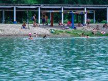 Два столичных озера закрыты для купания