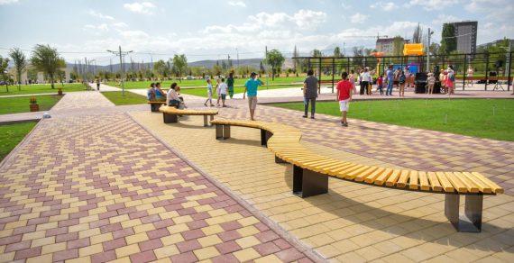 Бишкекчанам вновь запретили гулять в парках и скверах