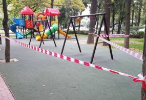 В столице закрыли парки, скверы и детские площадки