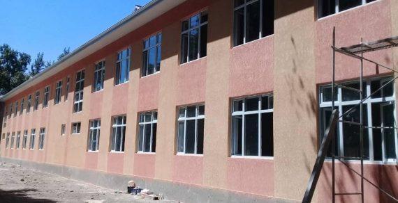 Строительство пристройки в школе №19 в Бишкеке продолжается