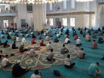 ВКыргызстане вновь запрещены жума-намаз в мечетях