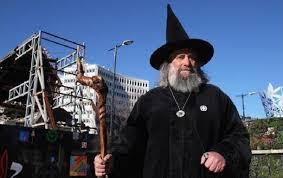 В Новой Зеландии мужчина официально работает волшебником