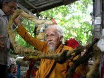 Во Вьетнаме 92-летний пенсионер отрастил пятиметровые волосы