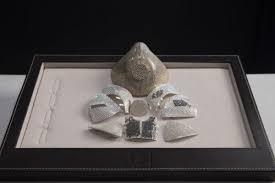 Медицинскую маску из золота с бриллиантами создают в Израиле