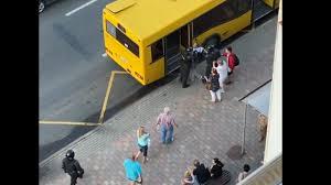 «Не туда». В Минске силовики чуть не посадили задержанного в обычный автобус вместо автозака